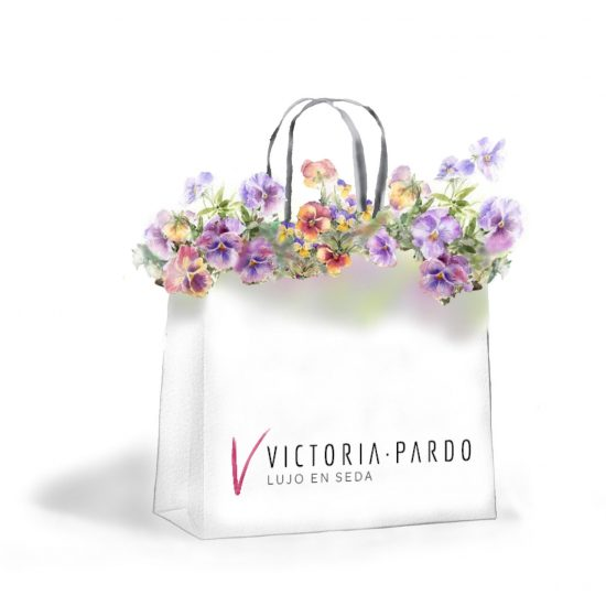 Regalos exclusivos y Diseños únicos en Pañuelos, Foulards y Abanicos en seda pintados a mano por Victoria Pardo para los amantes de la elegancia y el lujo